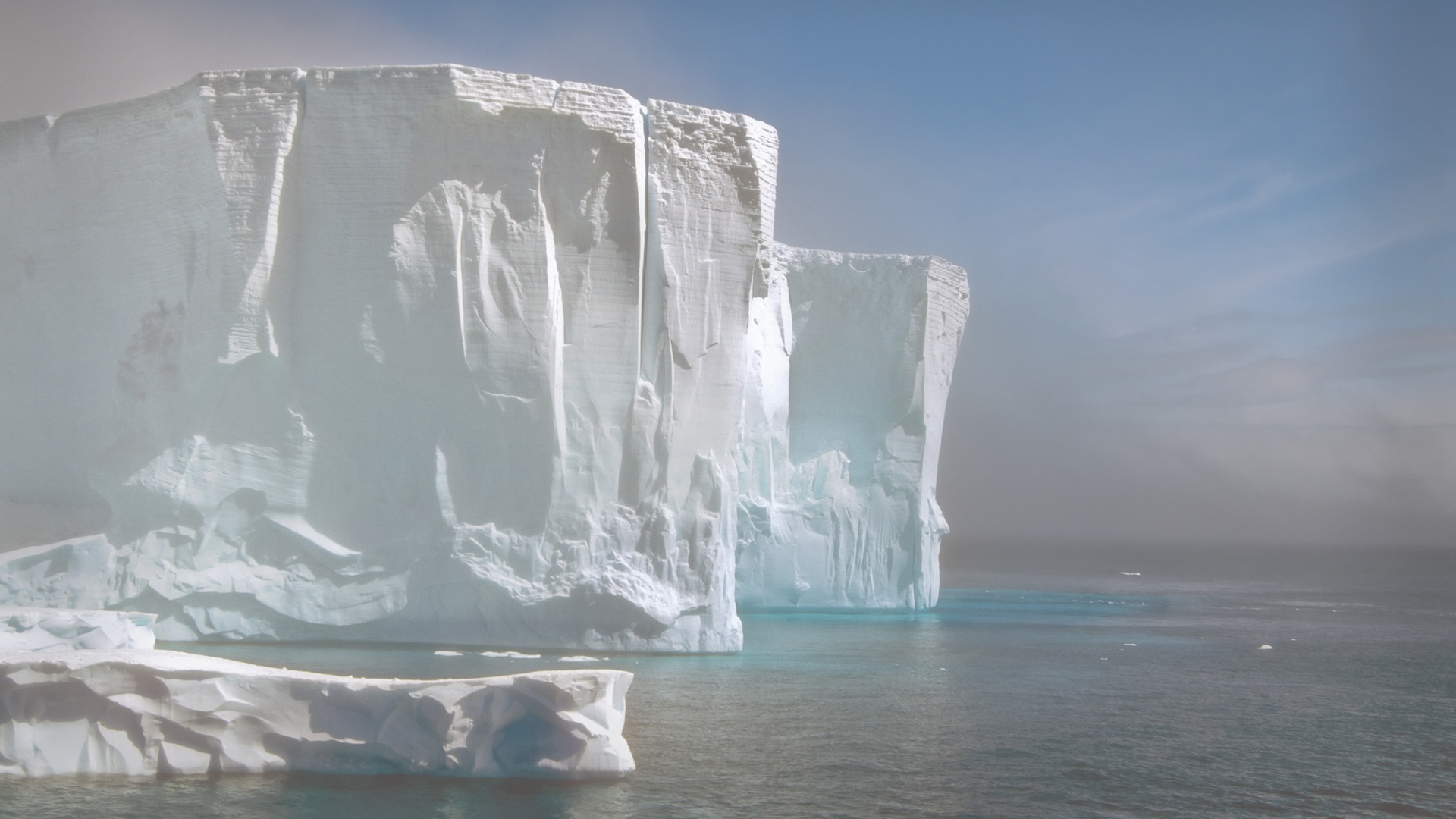 Custom Travel Planner Network-Antarctica-Iceberg in the Fog